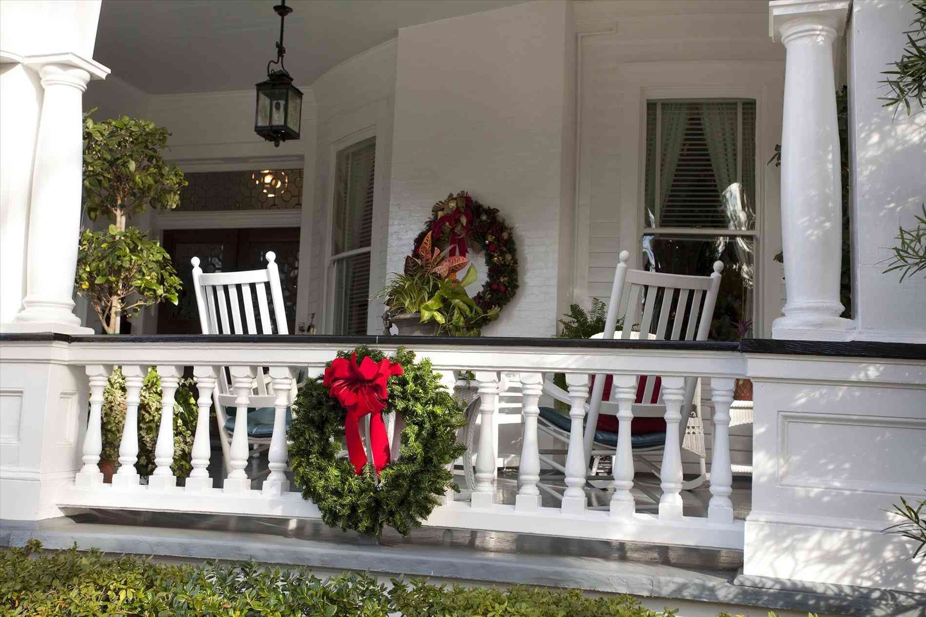 new posting christmas porch decorations on this bdarop decors intended for size 1899 x 1266